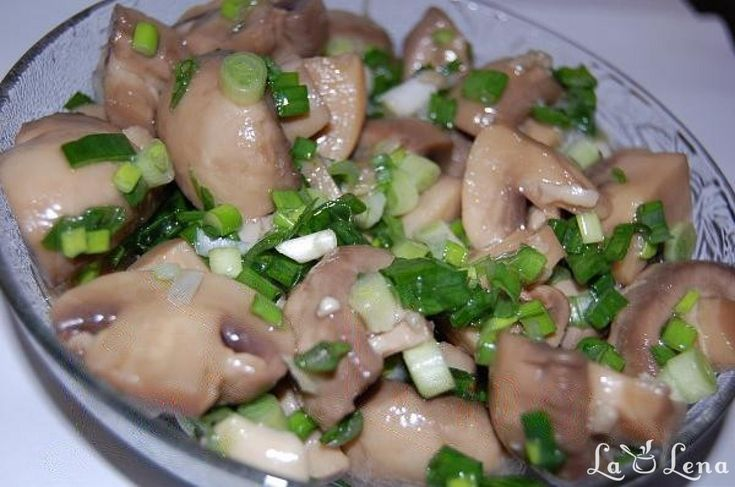Ciupercile sunt acrisoare, aromate, delicioase................RECOMAND TUTUROR! Super reteta pentru masa de Craciun sau Revelion.