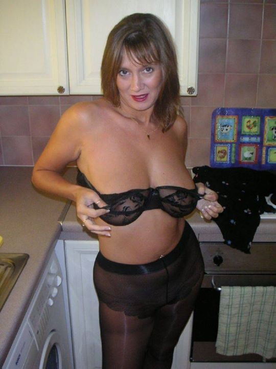 Mature tit flash in kitchen hd