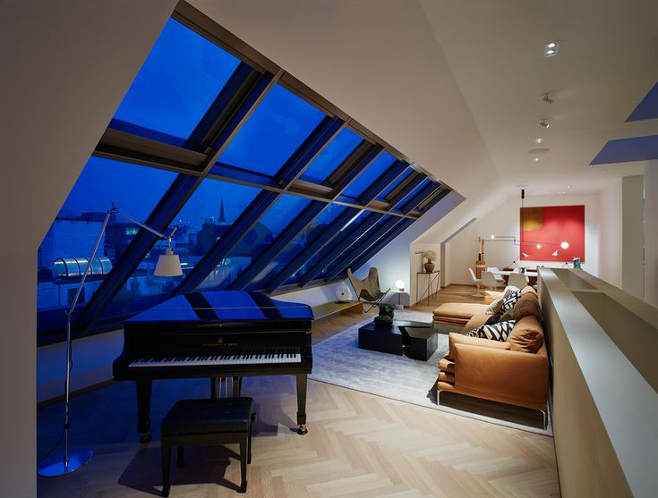 Penthouse al The Mellier, Mayfair, Londra. Poltrona Butterfly vintage di Jorge Hardy Ferrari. Vicino al pianoforte, lampada Tolomeo di Artemide /// Penthouse al The Mellier, Mayfair, Londra. Vintage Butterfly Chair by Jorge Hardy Ferrary. Close to the piano, Tolomeo Lamp by Artemide • interiors: Sally Mackert • Photo James Harris