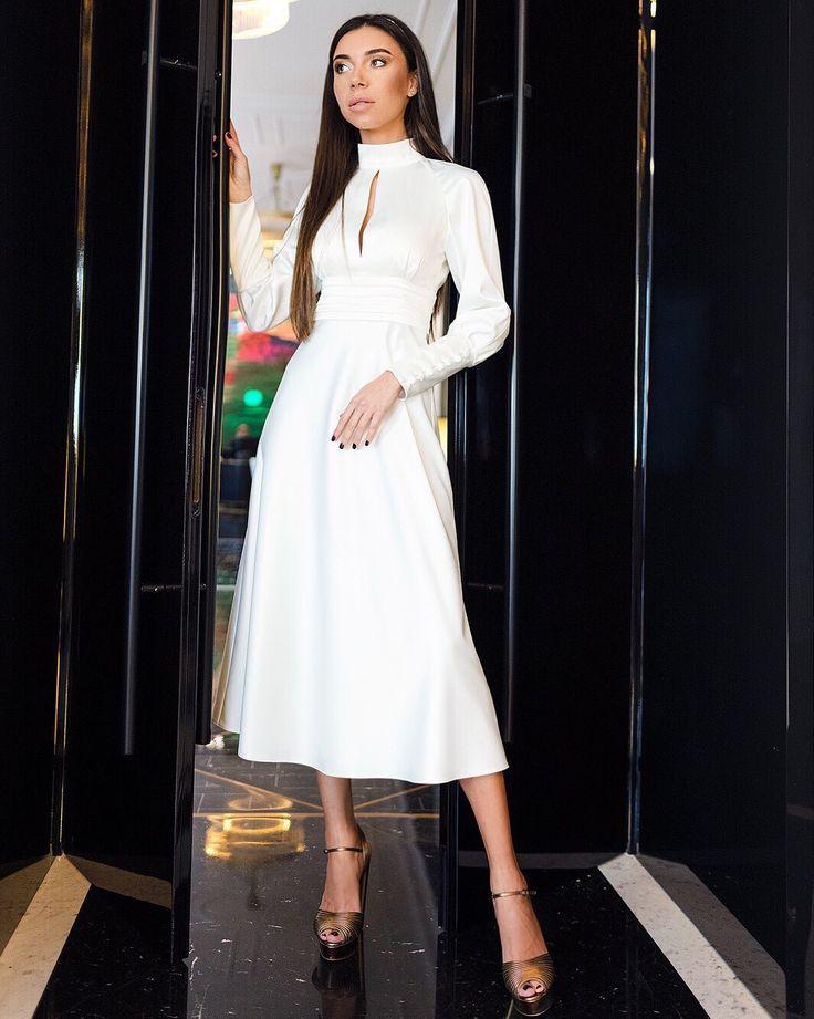 #stashfestivedresses2018 Невероятно чувственный образ от STASH: платье из плотного натурального шелка в французском стиле.  В наличии в нашем шоуруме в двух цветах: молочный и оливковый.  #stash_fashion #купитьплатье #дизайнерскоеплатье #платьемечты #amazing  #elegant #silk #dress #mood #ootd Мы открыты каждый день с 12:00 до 19:00.   Обратите внимание -  некоторые модели  платьев уже абсолютно все проданы, поэтому поспешите именно за своим нарядом! ✨