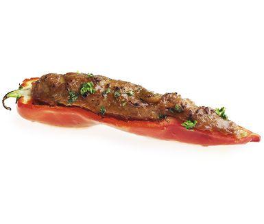 Utsökt och mycket charmerande rätt. Färsfyllda spetsiga paprikor ser avancerat ut men är lätt att tillaga. Tandoorikrydda och chutney ger färsen sin speciella smak.