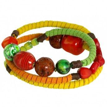 Original Pulsera compuesta por tres vueltas de cuero de diferentes colores combinados con abalorios naturales de keratoisis coral. http://www.tutunca.es/brazalete-cuero-tres-vueltas-nature-bijoux-malkangiri
