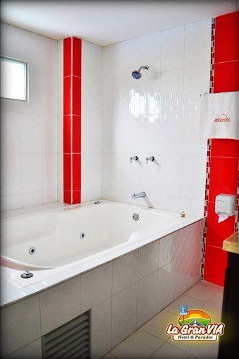 Baño Suite, Jacuzzi y ducha.