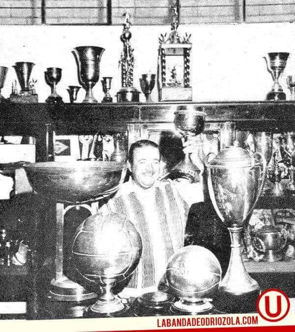 Don Rafael Quirós Salinas fue presidente desde 1963 a 1973. @Universitario logró 5 titulos y el subcampeonato de la Copa Libertadores..