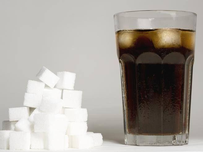 Zucchero e bevande zuccherate: perché fa così male. Le differenze tra «naturale» e «aggiunto» - Corriere.it