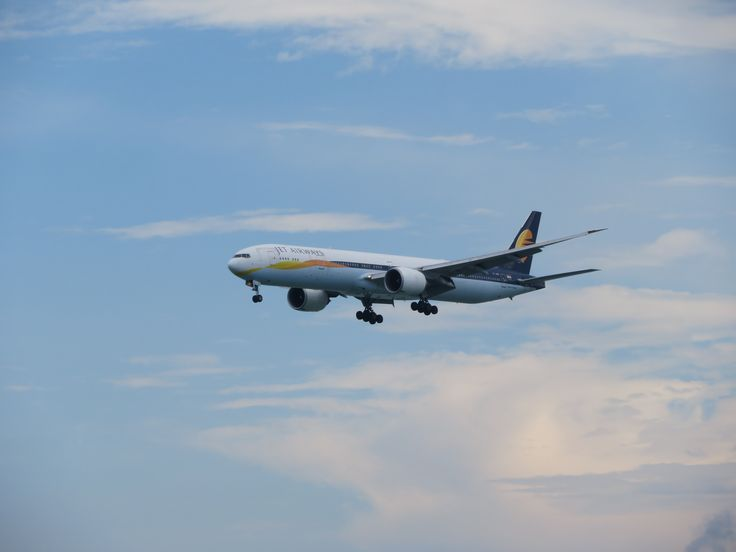 https://flic.kr/p/XRtwQx | VT-JEW | Type: passenger jet Airlines: jet airways Manufacturer: boeing Boeing 777 777-300 777-300ER 777-35RER 77W F   C   Y    Total 8   30   308   346 2x GE GE90-115B MSN: 35164 Line: 660 First flight: 24 aug 2007 Production site: Everett (pae) Delivery date: 02 sep 2007 Flight: 9W78 From Delhi(DEL)