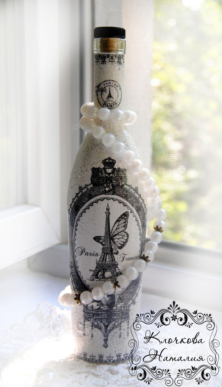 Декупаж стеклянной бутылки в винтажном стиле.