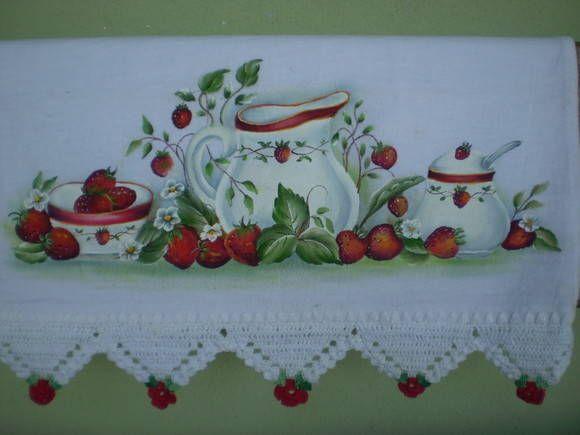 Pano de prato pintura artesanal, potes e morangos com barrado em crochê.