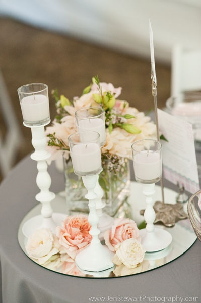Little vintage touches to make a reception feel more intimate and beautiful. #vintage #vintageweddings #weddingdecor