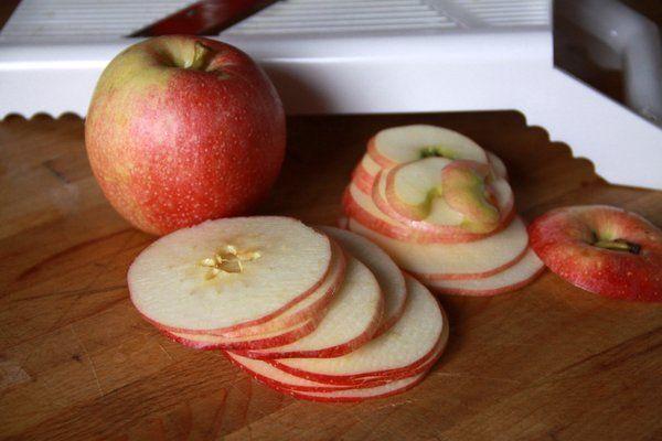 baked apple slices with cinnamon sugar