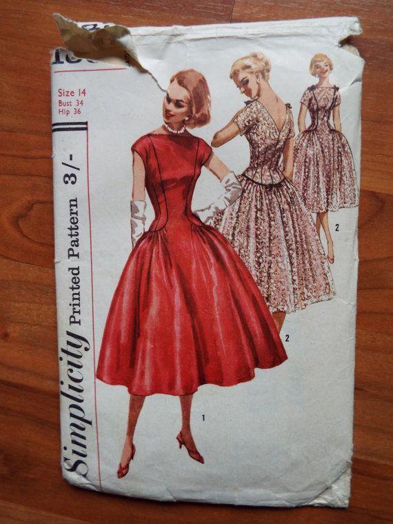 Patron de couture vintage des années 1950 simplicité pour une robe de taille superbe drop un corsage couture princesse avec une taille de goutte et