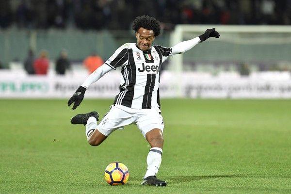 "Juventus' forward from Colombia Juan Cuadrado strikes during the Italian Serie A football match Fiorentina vs Juventus, on January 15, 2017 at Florence's ""Artemio Franchi"" comunal stadium. / AFP / ANDREAS SOLARO"