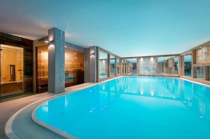 Luxuriöser #Innenpool im großzügigen Wellnessbereich - dieses #Chalet lässt keine Wünsche offen.