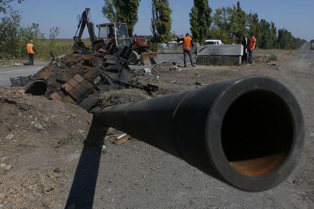 Un chef des séparatistes prorusses de l'Est de l'Ukraine a affirmé vendredi s'être mis d'accord avec Kiev sur une ligne de démarcation entre les territoires sous contrôle de chacune des parties, ce que les autorités ukrainiennes ont aussitôt démenti.