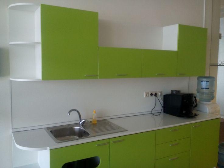 Небольшая офисная кухня на заказ.