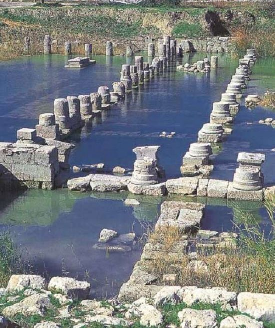 Doğa Harikası FETHİYE - Araxa Antik Kenti: Bugün Ören Köyü sınırları içerisinde kalan kentten günümüze sur kalıntıları, hamam ve Bizans dönemine ait su yolu kalmıştır.