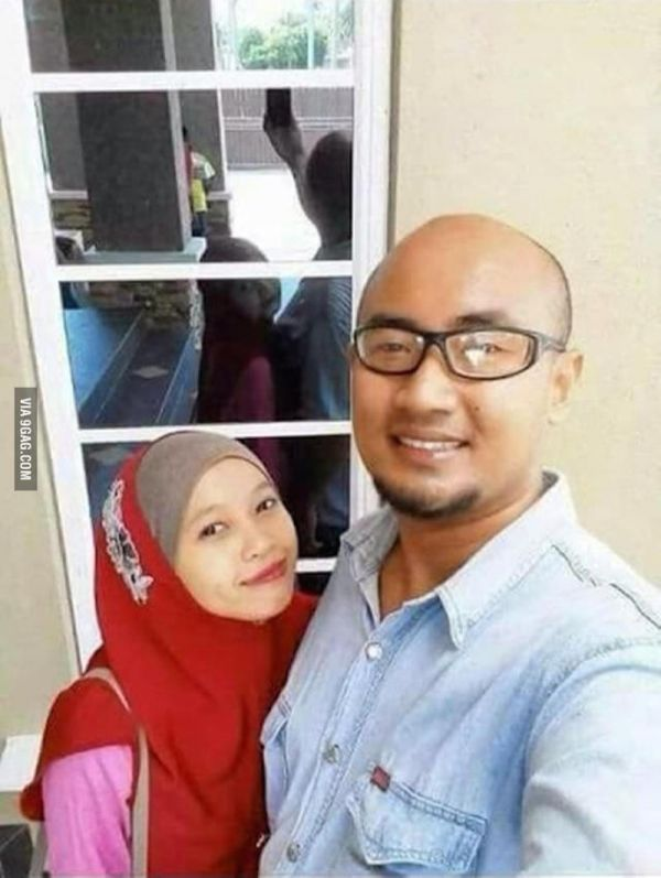 This Creepy Couple Selfie Shows The Woman's Reflection Facing The Same Way
