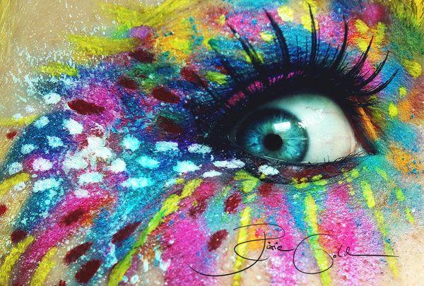 Crazy Artist Make Up by PixieCold.deviantart.com. Juro que dejo que juegues por mis minúsculos párpados @Ale Del Puerto Riego