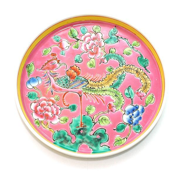 The Peranakans were an affluent community in the Straits colonies in Singapore, Penang and Malaysia. They were descendants from China and India who married the local Malay women. Renowned for their lavish family feasts, they commissioned this colourful, enamelled porcelain from Jingdezhen, China which bears auspicious and decorative motifs