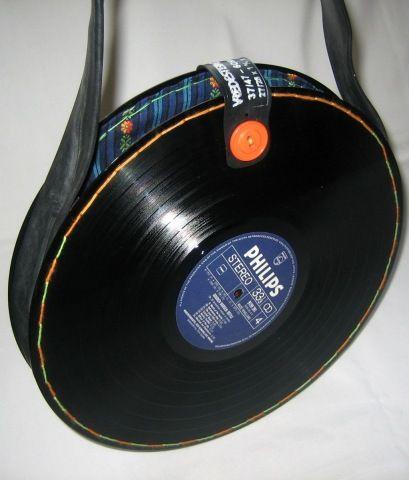 Tas gemaakt van 2 LP's en een fietsband