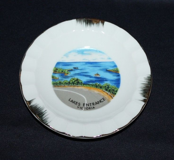 Vintage Ceramic Souvenir Pin Dish Featuring  LAKES ENTRANCE, Victoria