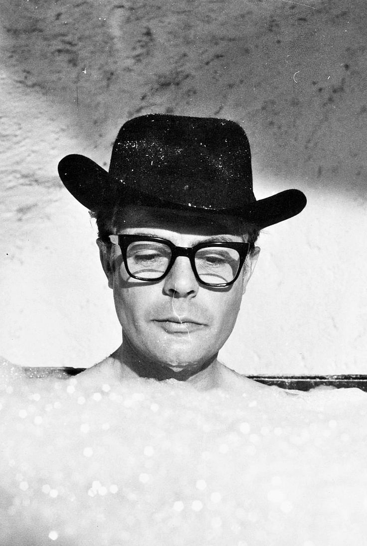 Marcello Mastroianni (wearing hat and glasses in bath) in 8½. °