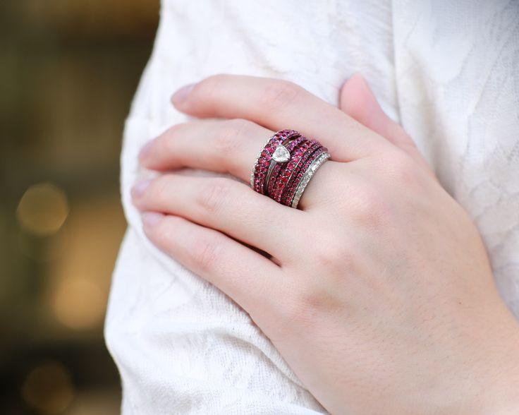 Diamenty i rubiny w roli głównej.  #złoto #pierścionek #goldring