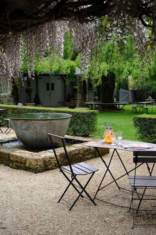 close to various historic villages and the Tamar Valley wine route @the Red Feather Inn