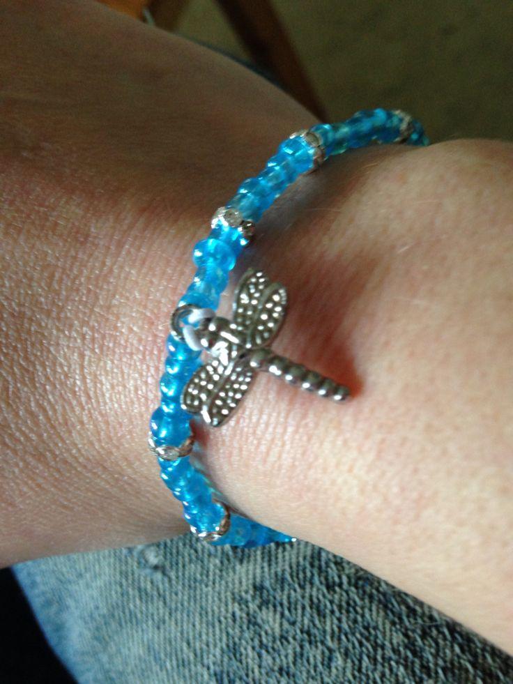 Armband . Blått strass trollslända
