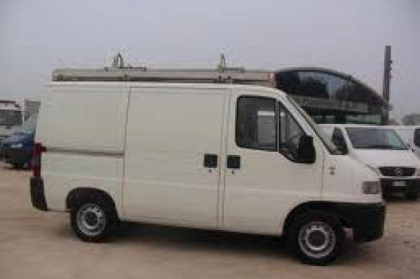 Ragazza con furgone è disponibile per trasporto merci, piccoli traslochi e sgombero cantine per €5 ogni mezz'ora  #traslochi #trasloco #passaggio #autista #furgone