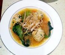 Vietnamese soups with chicken meatballs