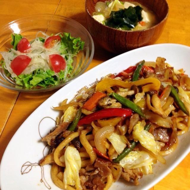昨日の晩御飯は野菜たっぷり焼きうどんとワカメ汁とサラダ - 22件のもぐもぐ - 焼きうどん by fighterscurry