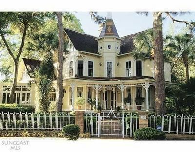Love this old Victorian home on Spring Bayou. It's still for sale!