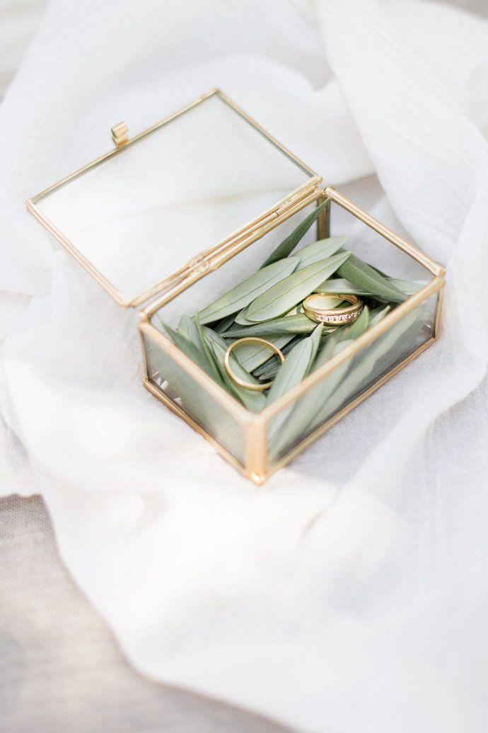 Bijoux & accessoires cheveux - L'Atelier de Sylvie - Collection 2017 | Photographe : Lena G. Photography | Donne-moi ta main - Blog mariage