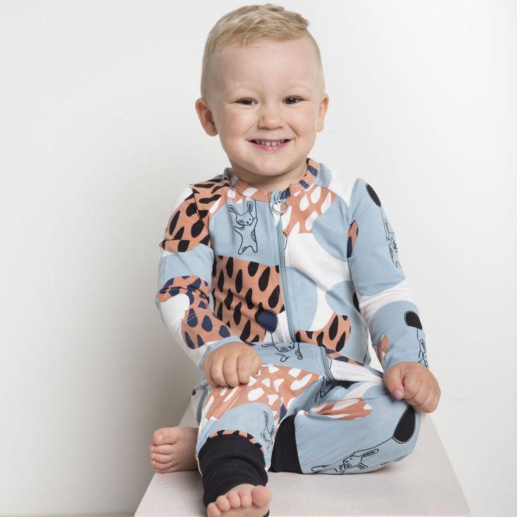 PUPU leikkiasu, vaaleansininen | NOSH verkkokauppa | Tutustu nyt lasten syksyn 2017 mallistoon ja sen uuteen PUPU vaatteisiin. Ihastu myös tuttuihin printteihin uusissa lämpimissä sävyissä. Tilaa omat tuotteesi NOSH vaatekutsuilla, edustajalta tai verkosta >> nosh.fi (This collection is available only in Finland)