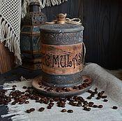 Купить или заказать 'Легенда вечного города' Набор  /массив липы/ в интернет-магазине на Ярмарке Мастеров. Работа из коллекции 'Итальянские каникулы' ------------------------------------------------------------------------- Кафе Нотеген (Caffе Notegen) - в XIX веке выходец из Швейцарии Джон Нотеген, для своих римских друзей просто Джованни, открыл бакалейную лавку, где проводилась обжарка кофе, только в 1930-е годы ставшую полноправным кафе. С тех пор в заведении ста...