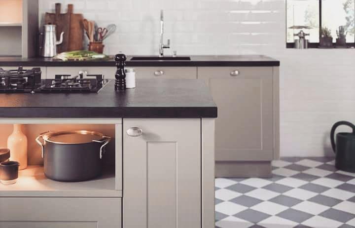 Podobają Wam się kuchnie w stylu angielskim? My je uwielbiamy za pastelowe kolory sielankowość ale i mocny charakter   W nowym artykule w naszym poradniku przyglądamy się temu stylowi bliżej!  LINK W BIO  #bogaccypl #kuchnia #kuchnie #inspiracje #inspiracja #wnętrza #mojemieszkanie #mojdom #aranżacjawnętrz #meblekuchenne #mojakuchnia #meble #pomysł #pieknakuchnia #kitchen #kitcheninspo #interiordesign #decor #meblenawymiar #nowakuchnia #remont #beautiful #vsco #vscocam #details