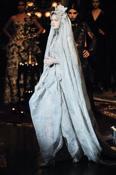 Frank #Sorbier | Una sposa da favola: scopri 7 abiti da sposa d'alta moda in tutti i loro preziosi dettagli | #matrimonio