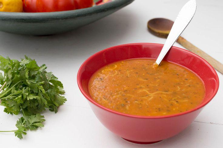 Recept voor Marokkaanse harira, de beroemde soep voor in de ramadan met tomaat, kruiden en kikkererwten. Met dit recept maak je hem makkelijk zelf.