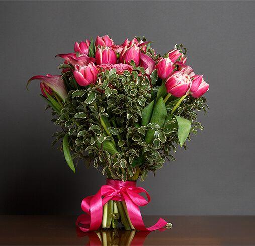 Состав букета: тюльпаны 15 шт.,зелень.,атлас. лента.