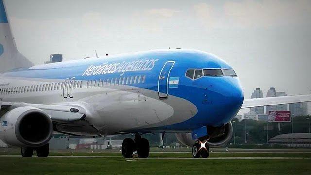 En enero y febrero hubo récord en cantidad de pasajeros de aviones   Lunes 05 de marzo de 2018.- Más de 52 millones de personas viajaron en vuelos de cabotaje e internacionales durante enero y febrero de 2018 y marcaron un récord absoluto para el bimestre superando casi en un 11 por ciento el registro de pasajeros del mismo tramo comparativo del año pasado informó la Empresa Argentina de Navegación Aérea (EANA).  El plan de Revolución de los Aviones que impulsa el Gobierno incluye la…