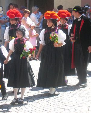 Women with Bollenhut hats. Tradional costume worn by three neighboring Black forest villages of Gutach, Kirnbach and Reichenbach. Young unmarried girls wear red pompoms on their hats and married women wear hats with black pom-poms. #Gutachtal
