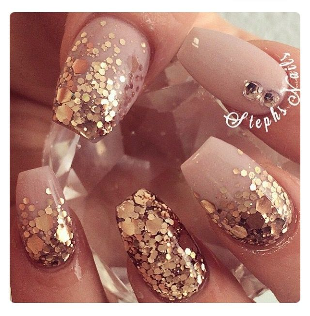 Currently obsessed with ballerina (casket) shaped nails! Love these