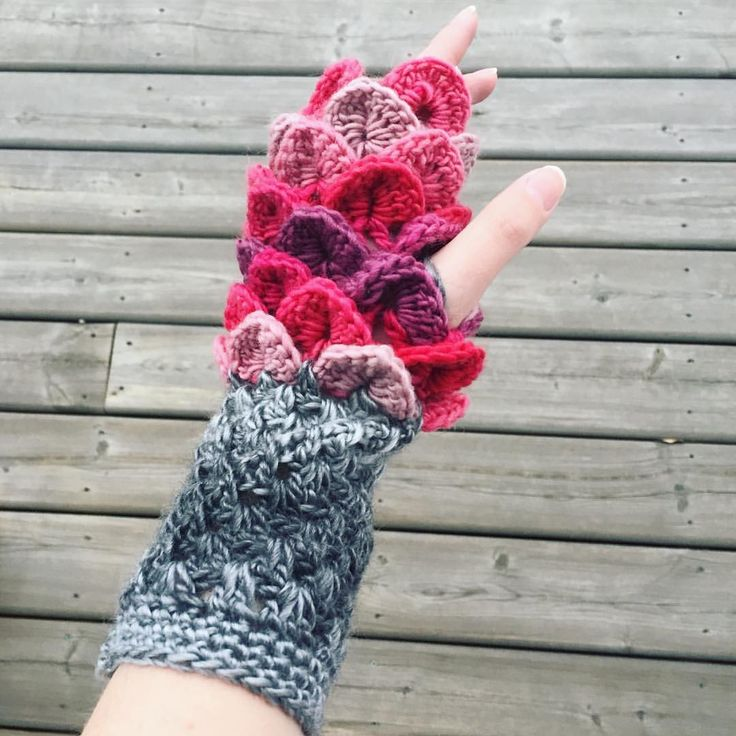 "58 Likes, 7 Comments - Stacey L (@inslstitches) on Instagram: ""Here's what you can do with the Erebor Dragon Scale Gloves when you want to stretch out some…"""