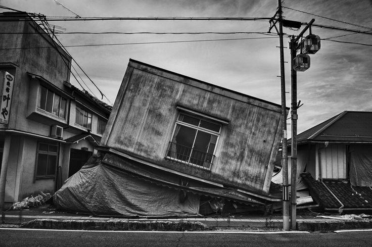 Gli scatti del fotografo Pierpaolo Mittica, all'interno della zona radioattiva di Fukushima, in Giappone, a solo 20 chilometri dalla centrarle nucleare colpita dallo tsunami. Le fotografie saranno esposte sabato sette dicembre nella casa di Mauro e Lucia Del Rio in via Duca d'Alessandro 77, che hann