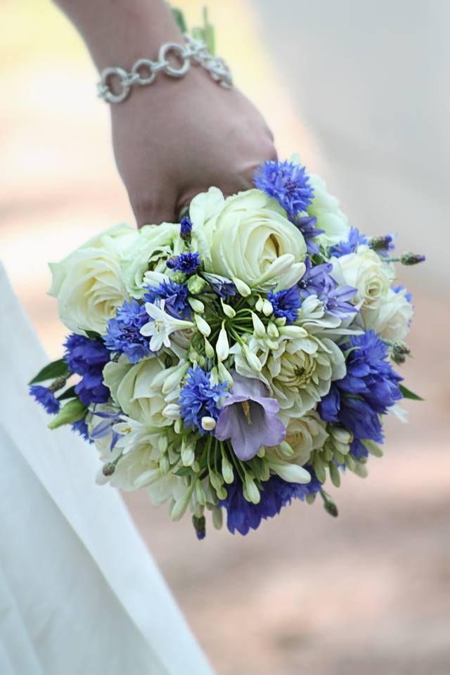 korenbloem blauw bruidsboeket