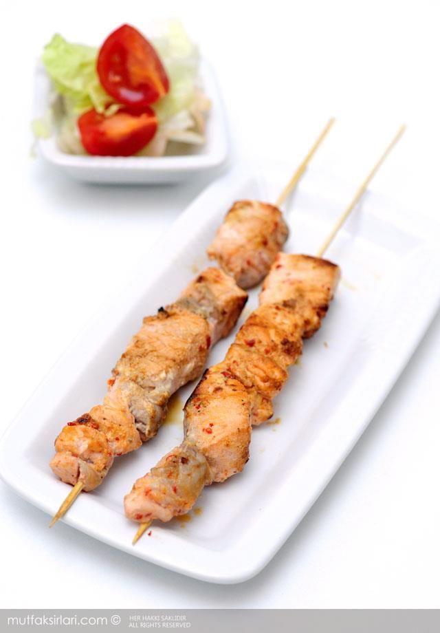 Somon Şiş nasıl yapılır ? Ayrıca size fikir verecek 7 yorum var. Tarifin püf noktaları, binlerce yemek tarifi ve daha fazlası...