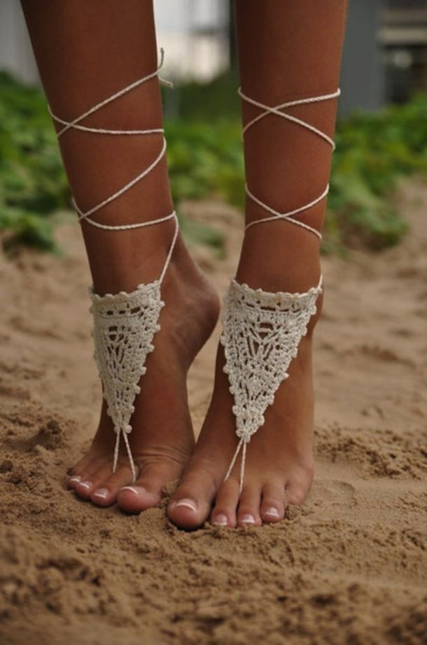 TRENDING: Hand & Foot Chains: Glamorous, Beachy, and Edgy Jewelry Styles   The Official Pura Vida Bracelets Blog