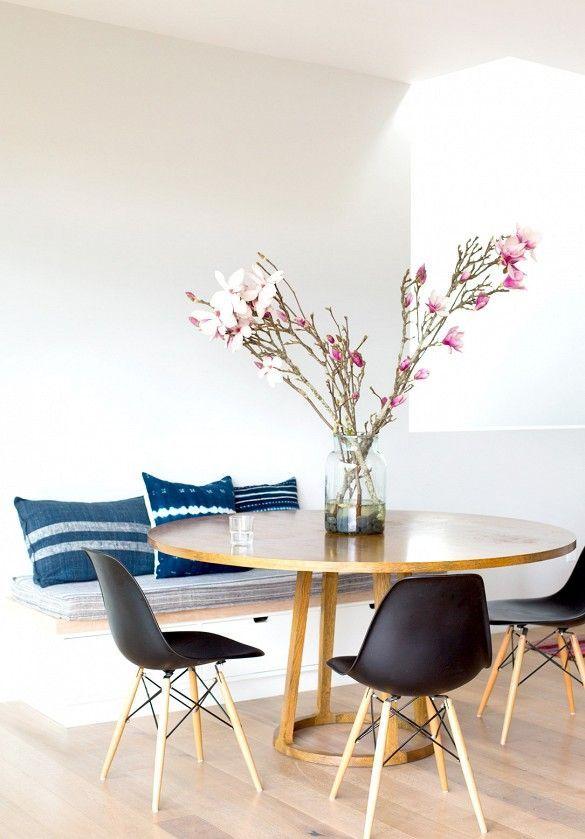 Ronde tafel gecombineerd met bank wat als onderdeel vd Roomdivider kan fungeren
