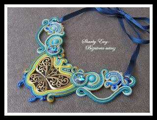 #sutasz #soutache #biżuteria #jewellery #naszyjnik Złoty motyl w otoczeniu sutaszowych sznurków, z kryształkami oraz drobnymi koralikami Toho... Naszyjnik jest bardzo elegancki i szykowny. Wiązany satynową wstążką na długość, jaka nam najbardziej odpowiada...